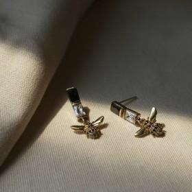 風華年代-黑白蜂后垂墜耳環